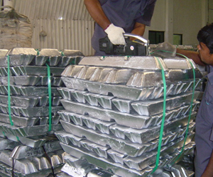 Aluminum Ingot Stacking And Stripping By Manual